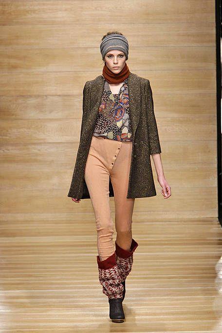 Clothing, Brown, Outerwear, Style, Fashion show, Street fashion, Fashion model, Fashion, Cap, Blazer,