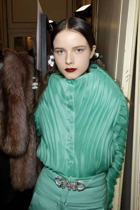 Sleeve, Textile, Teal, Fur, Costume, Natural material, Makeover, Eye liner, Hair accessory, Fashion design,