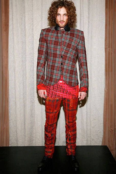 Dress shirt, Hairstyle, Sleeve, Collar, Plaid, Textile, Shirt, Standing, Outerwear, Pattern,