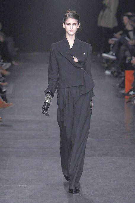Sleeve, Collar, Formal wear, Style, Fashion show, Fashion model, Blazer, Street fashion, Fashion, Suit trousers,