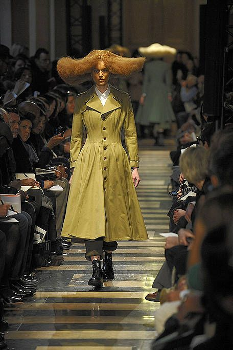 Fashion show, Human body, Runway, Hat, Outerwear, Dress, Fashion model, Fashion, Costume design, Haute couture,