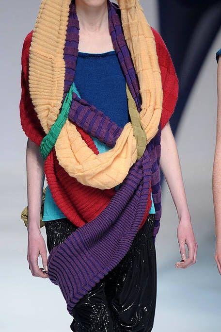 Shoulder, Textile, Joint, Elbow, Wrap, Wool, Fashion, Pattern, Wrist, Magenta,