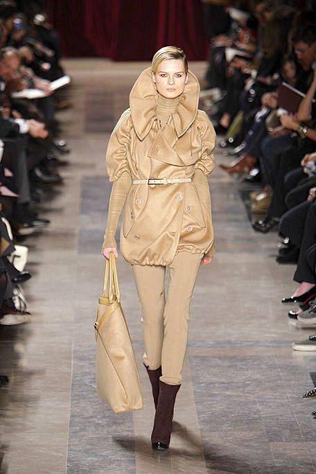 Footwear, Brown, Fashion show, Runway, Outerwear, Style, Fashion model, Street fashion, Fashion, Model,
