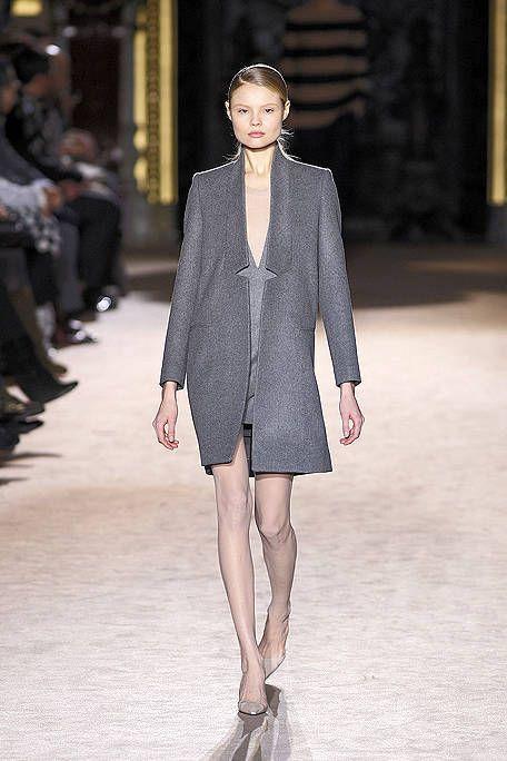 Leg, Sleeve, Fashion show, Shoulder, Joint, Outerwear, Runway, Style, Fashion model, Street fashion,