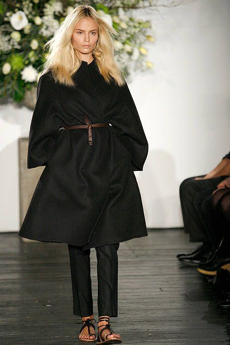 Clothing, Footwear, Outerwear, Style, Fashion model, Fashion show, Fashion, Dress, Runway, Fur,