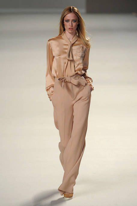 Brown, Sleeve, Fashion show, Shoulder, Joint, Runway, Style, Waist, Khaki, Fashion model,