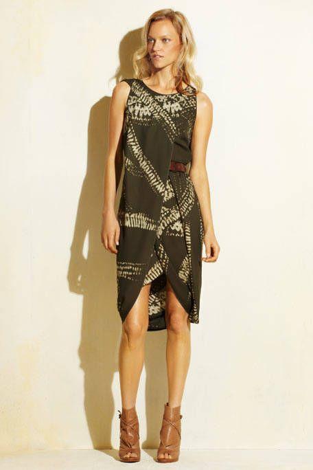 Leg, Brown, Sleeve, Dress, Shoulder, Human leg, Joint, Waist, One-piece garment, Fashion model,