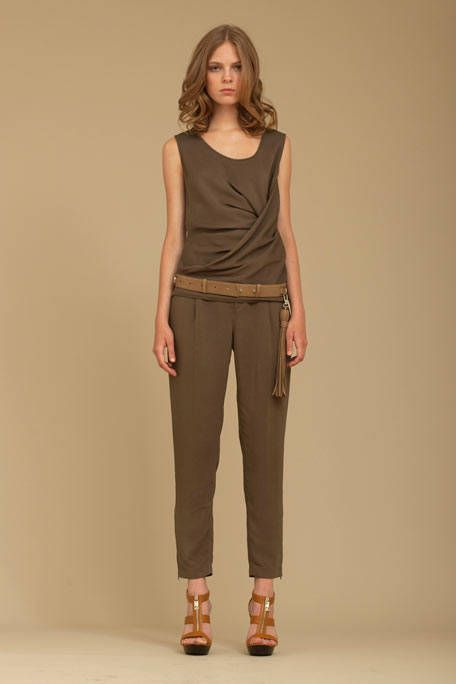 Brown, Sleeve, Shoulder, Human leg, Khaki, Textile, Joint, Standing, Waist, Style,