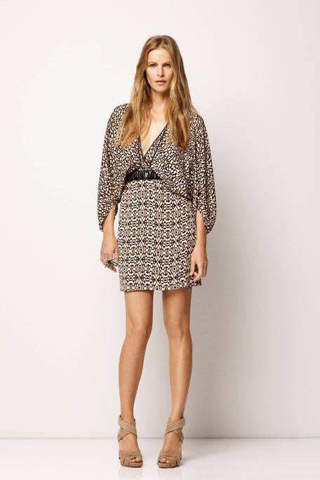 Clothing, Leg, Brown, Sleeve, Human leg, Shoulder, Shoe, Joint, Collar, Style,