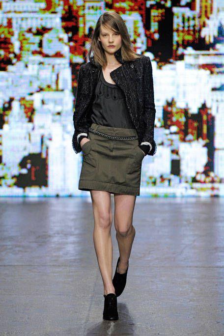 Clothing, Sleeve, Shoulder, Human leg, Joint, Style, Street fashion, Fashion model, Knee, Fashion,