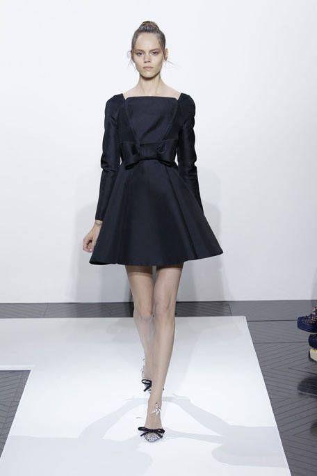 Clothing, Sleeve, Human leg, Shoulder, Dress, Joint, One-piece garment, Style, Formal wear, Fashion model,