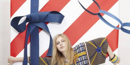 Sleeve, Textile, Pattern, Style, Fashion, Linens, Carmine, Street fashion, Costume, Costume accessory,