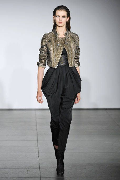 Clothing, Brown, Human body, Sleeve, Fashion show, Shoulder, Joint, Outerwear, Runway, Style,