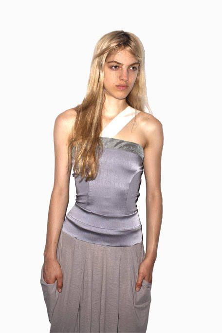 Sleeve, Human body, Shoulder, Joint, Standing, Waist, Style, Fashion model, Fashion, Khaki,
