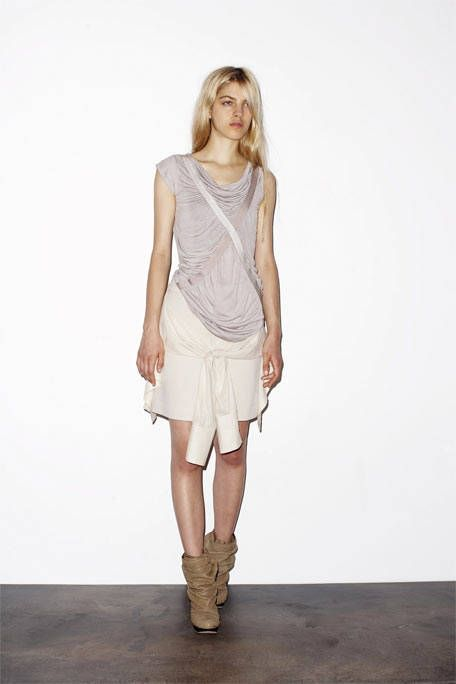Brown, Sleeve, Human body, Human leg, Shoulder, Textile, Joint, Style, Khaki, Knee,