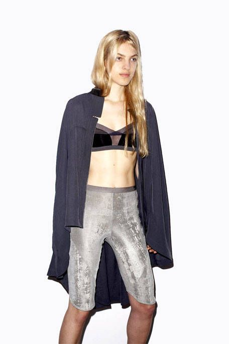 Clothing, Sleeve, Shoulder, Joint, Outerwear, Style, Waist, Fashion, Fashion model, Knee,