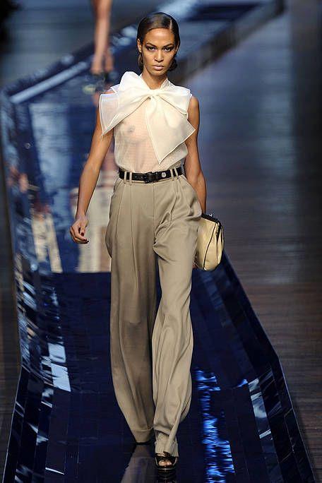 Brown, Human body, Shoulder, Style, Bag, Waist, Fashion accessory, Street fashion, Fashion, Fashion model,