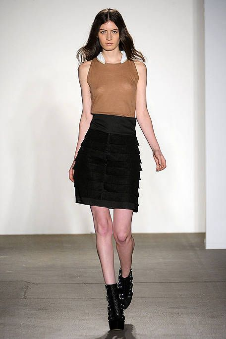 Clothing, Leg, Brown, Sleeve, Human body, Human leg, Shoulder, Textile, Joint, Waist,