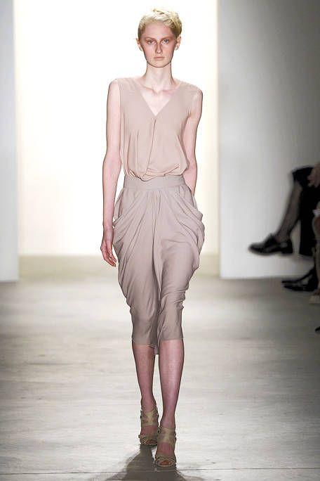 Shoulder, Human leg, Fashion show, Joint, Waist, Style, Fashion model, Knee, Fashion, Neck,