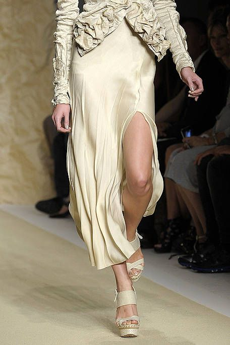 Footwear, Leg, Human leg, Shoulder, Joint, Fashion show, Style, Runway, Fashion model, Waist,
