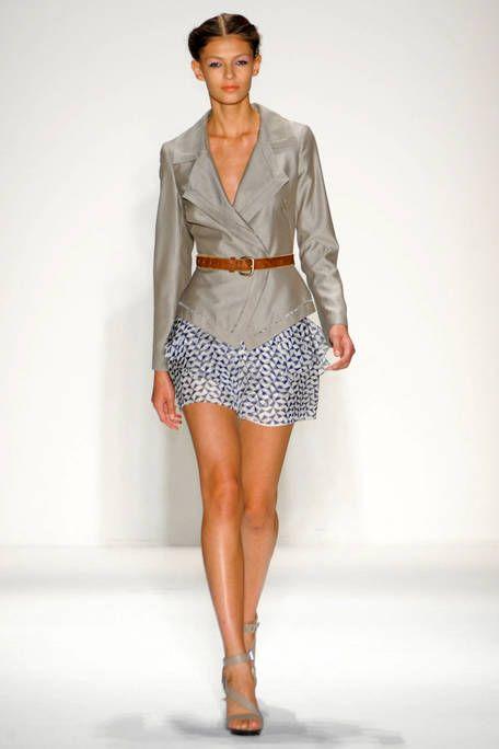 Clothing, Sleeve, Human leg, Human body, Fashion show, Shoulder, Textile, Joint, Collar, Runway,