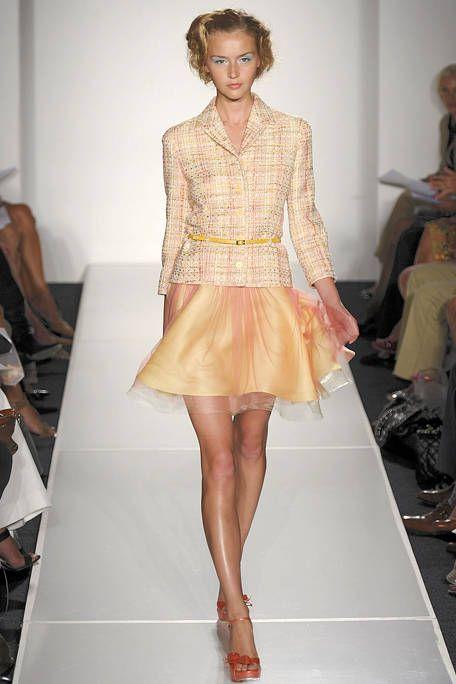 Footwear, Leg, Fashion show, Human leg, Shoulder, Joint, Runway, Fashion model, Style, Waist,