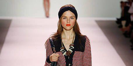 Sleeve, Shoulder, Textile, Human leg, Joint, Outerwear, Fashion model, Winter, Fashion show, Style,