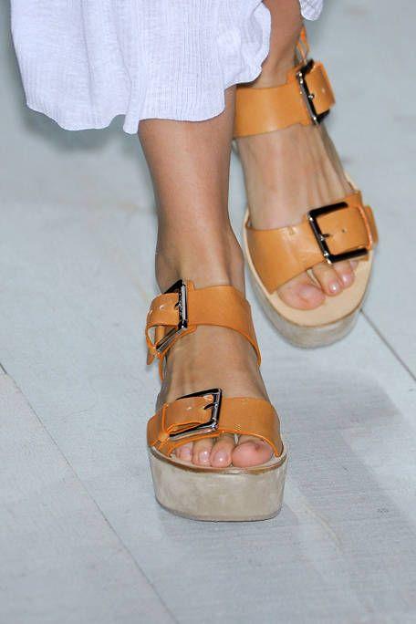 Footwear, Toe, Leg, Brown, Human leg, Shoe, Sandal, Joint, High heels, White,