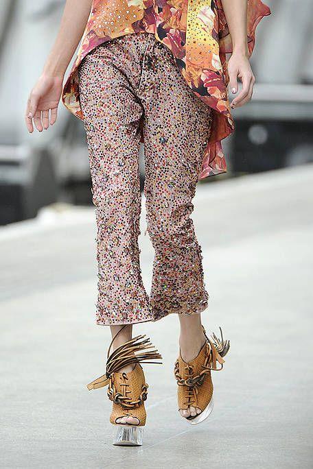 Clothing, Brown, Human leg, Joint, Style, Pattern, Street fashion, Fashion, Waist, Bag,