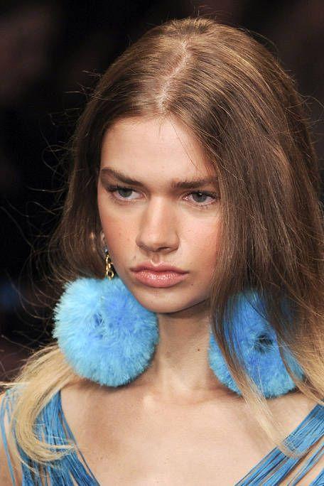 Blue, Lip, Hairstyle, Chin, Eyebrow, Eyelash, Style, Electric blue, Teal, Iris,