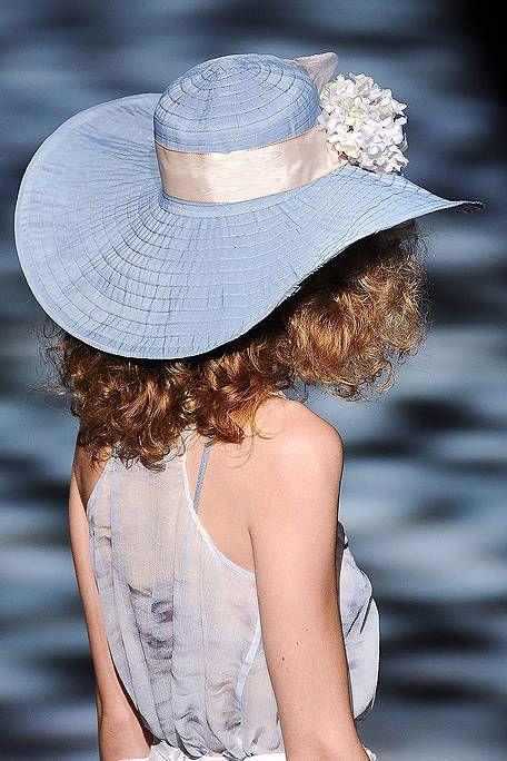 Hat, Shoulder, Headgear, Back, Costume accessory, Fashion accessory, Costume hat, Sun hat, Costume, Day dress,