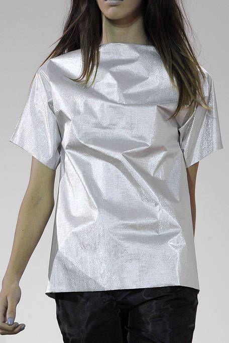 Sleeve, Shoulder, Joint, Elbow, Fashion, Neck, Beauty, Long hair, Fashion design, Pocket,