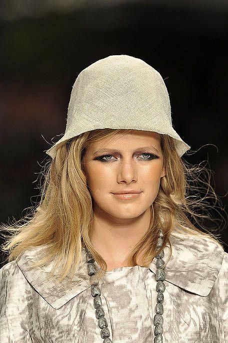 Lip, Headgear, Fashion, Street fashion, Beige, Long hair, Flash photography, Brown hair, Portrait photography, Costume accessory,