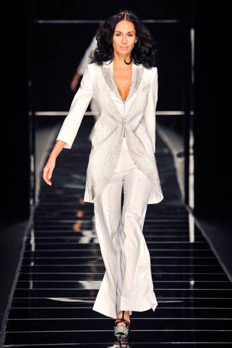 Clothing, Fashion show, Shoulder, Joint, Outerwear, Runway, Fashion model, Formal wear, Style, Blazer,