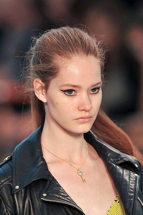 Hair, Ear, Lip, Hairstyle, Eyebrow, Jacket, Collar, Style, Eyelash, Beauty,