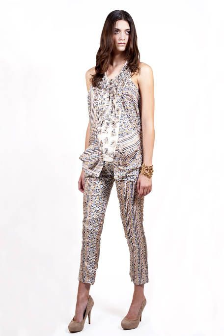 Brown, Sleeve, Shoulder, Human leg, Textile, Joint, Style, Knee, Fashion model, Fashion,