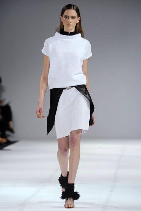 Clothing, Fashion show, Sleeve, Shoulder, Human leg, Runway, Waist, Joint, Fashion model, Style,
