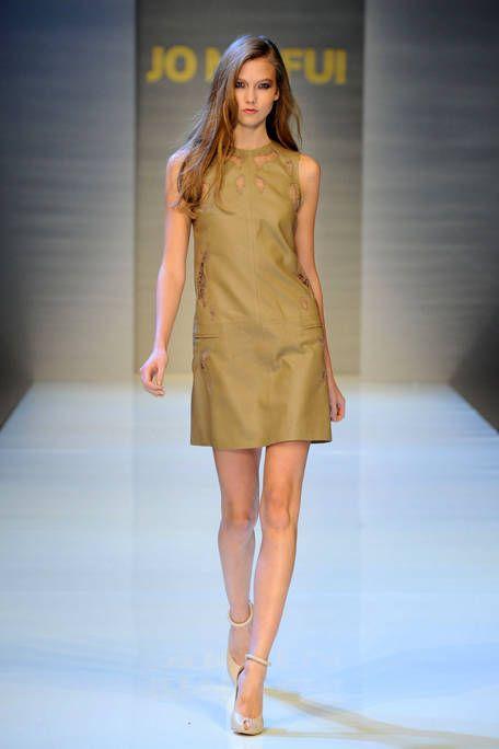 Hair, Hairstyle, Fashion show, Shoulder, Human leg, Joint, Dress, Fashion model, Runway, Style,