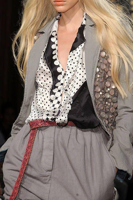 Clothing, Hairstyle, Fashion model, Style, Collar, Long hair, Fashion, Blond, Model, Blazer,