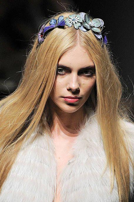 Lip, Eyebrow, Hair accessory, Headpiece, Style, Headgear, Fashion accessory, Beauty, Fashion, Bridal accessory,