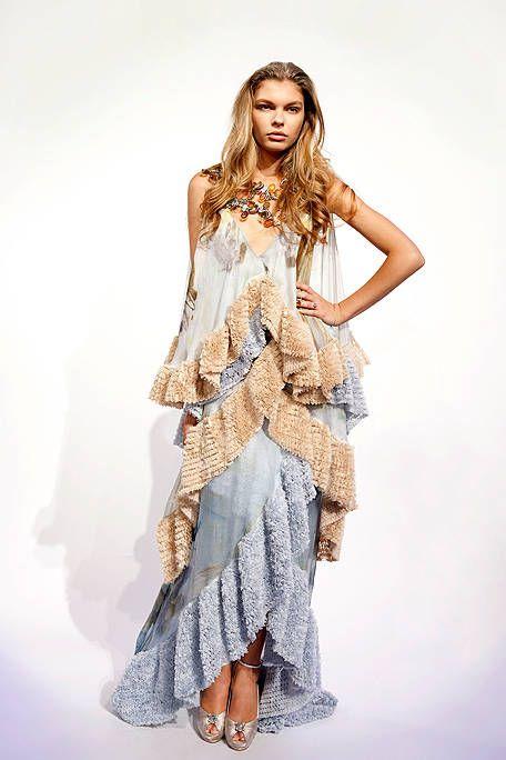 Sleeve, Human body, Shoulder, Textile, Joint, Style, Fashion model, Fashion, Model, Day dress,