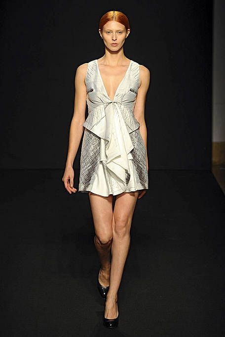 Leg, Human leg, Shoulder, Joint, Dress, Style, One-piece garment, Fashion show, Fashion model, Knee,