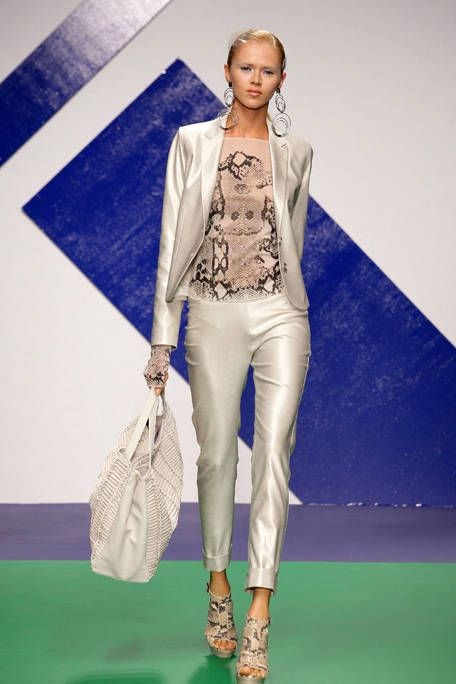 Clothing, Textile, Joint, Outerwear, Fashion show, Style, Fashion accessory, Fashion model, Runway, High heels,