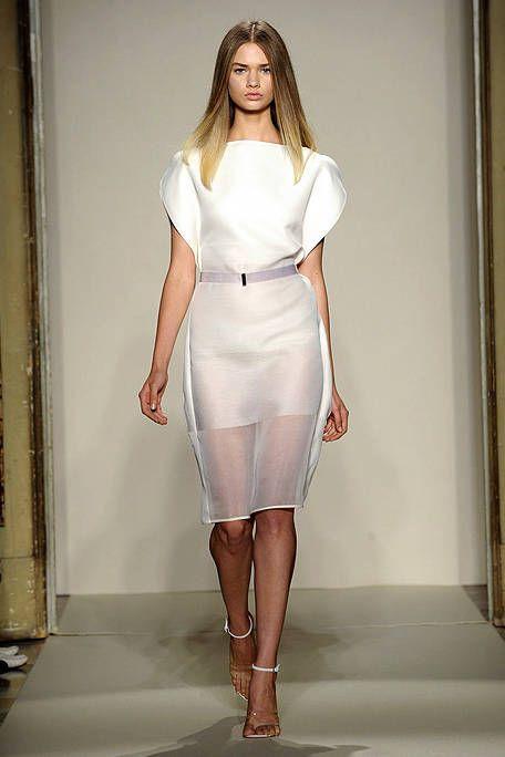 Sleeve, Shoulder, Human leg, Joint, Fashion show, Fashion model, Style, Waist, Knee, Beauty,