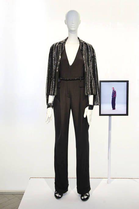 Shoulder, Standing, Joint, Mannequin, Style, Waist, Neck, Pocket, Visual arts, Fashion design,