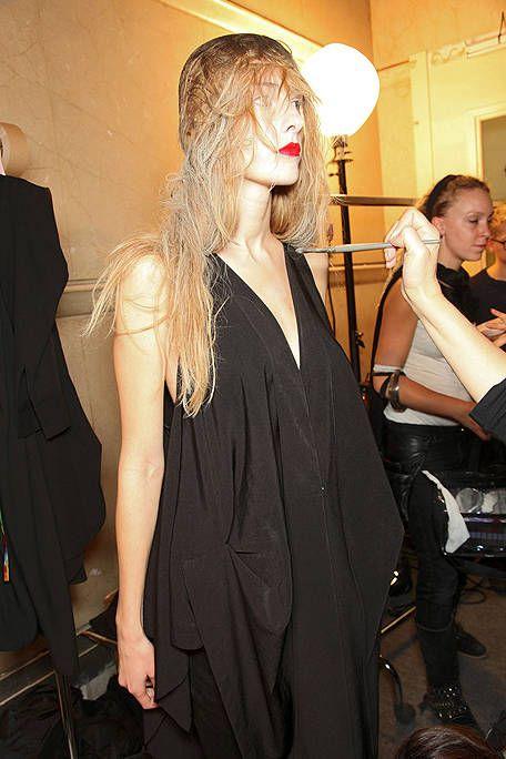 Hair, Hairstyle, Dress, Style, Fashion, Little black dress, Long hair, Blond, Day dress, Hair accessory,