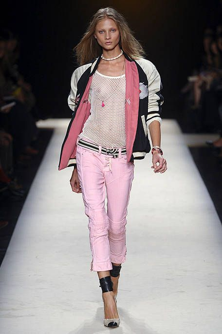 Fashion show, Shoulder, Runway, Joint, Outerwear, Fashion model, Style, Fashion, Neck, Beauty,