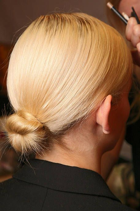 Hairstyle, Chin, Style, Earrings, Blond, Neck, Brown hair, Hair coloring, Long hair, Hair care,
