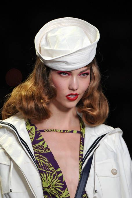 Uniform, Headgear, Costume accessory, Fashion, Blazer, Street fashion, Jacket, Fashion design, Blond, Costume hat,