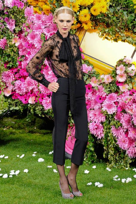 Petal, Flower, Outerwear, Pink, Style, Magenta, Street fashion, Spring, Shrub, Floristry,